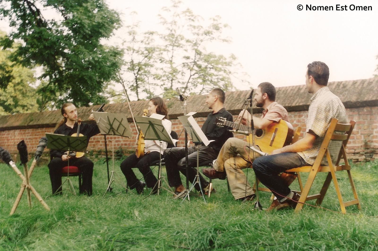 Nomen Est Omen - Sibiu - iarba verde de acasǎ