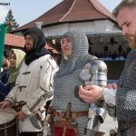 Femei Cavaler