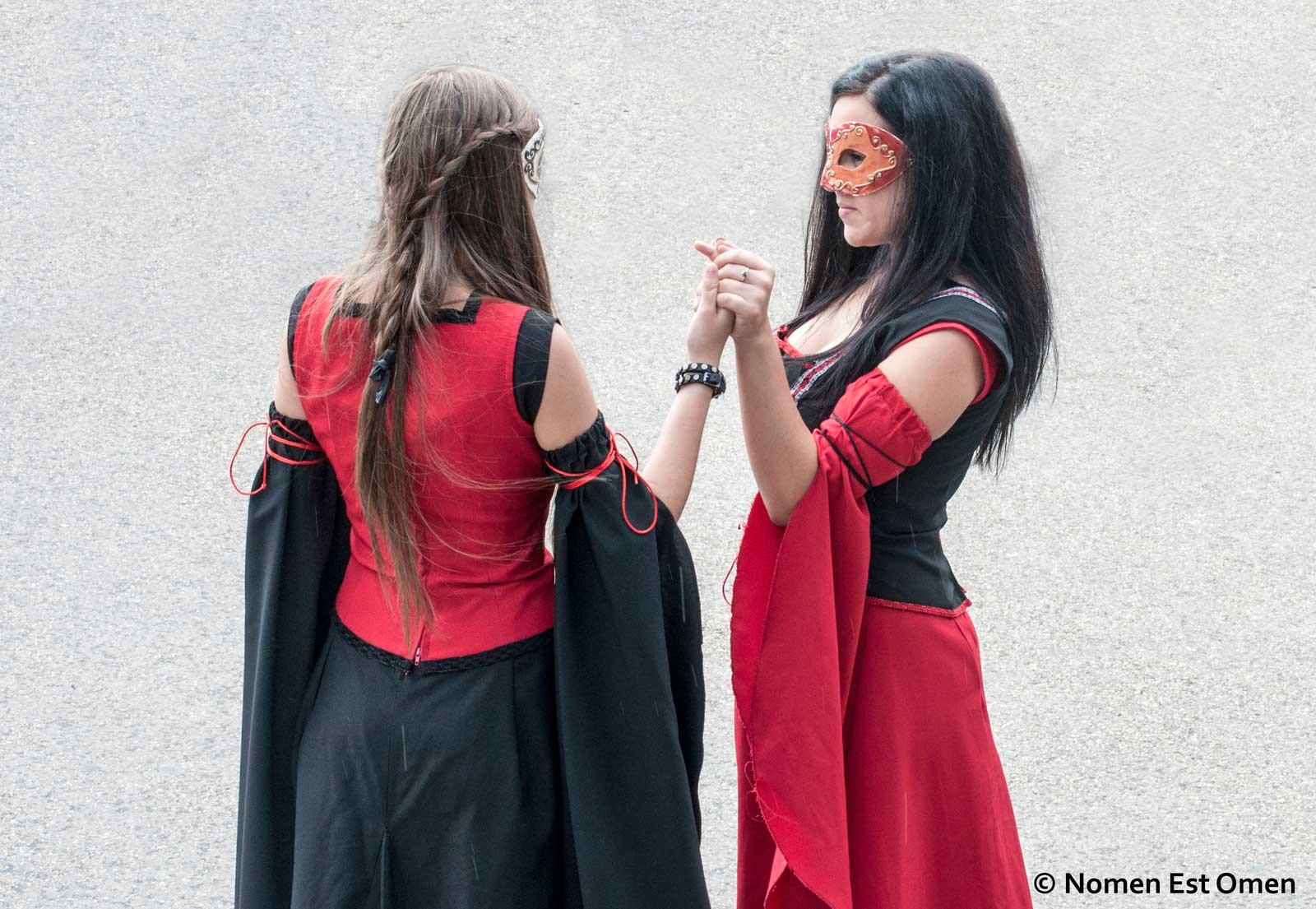Doamna de Derville şi doamna de Renal - Cine-i cine? (foto: Mihai Plǎmǎdealǎ)